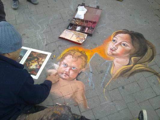 Immagine di Le vie del centro barese pullulano di artisti e non solo...